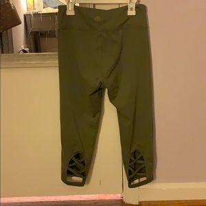 Women's cropped fitness leggings